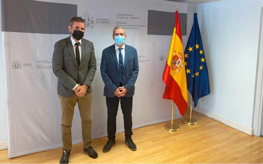 El alcalde de Alcañiz, Ignacio Urquizu, se ha reunido este martes en Madrid con el secretario general para el Reto Demográfico, Francisco Boya / Ayto. Alcañiz