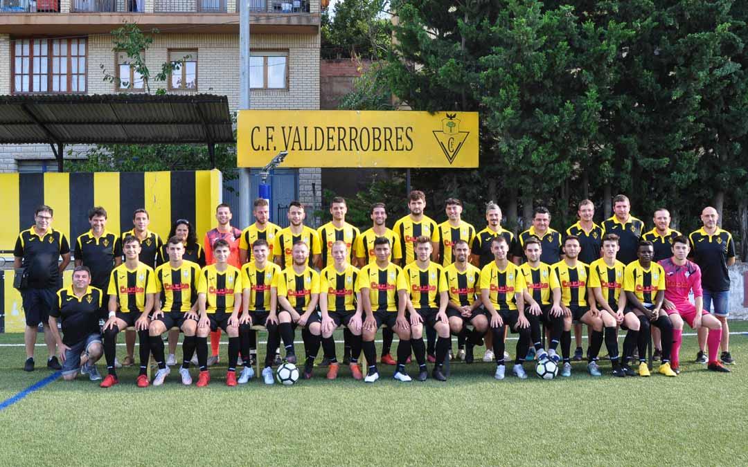 La presentación del Club de Fútbol Valderrobres tuvo lugar el domingo. Javier de Luna