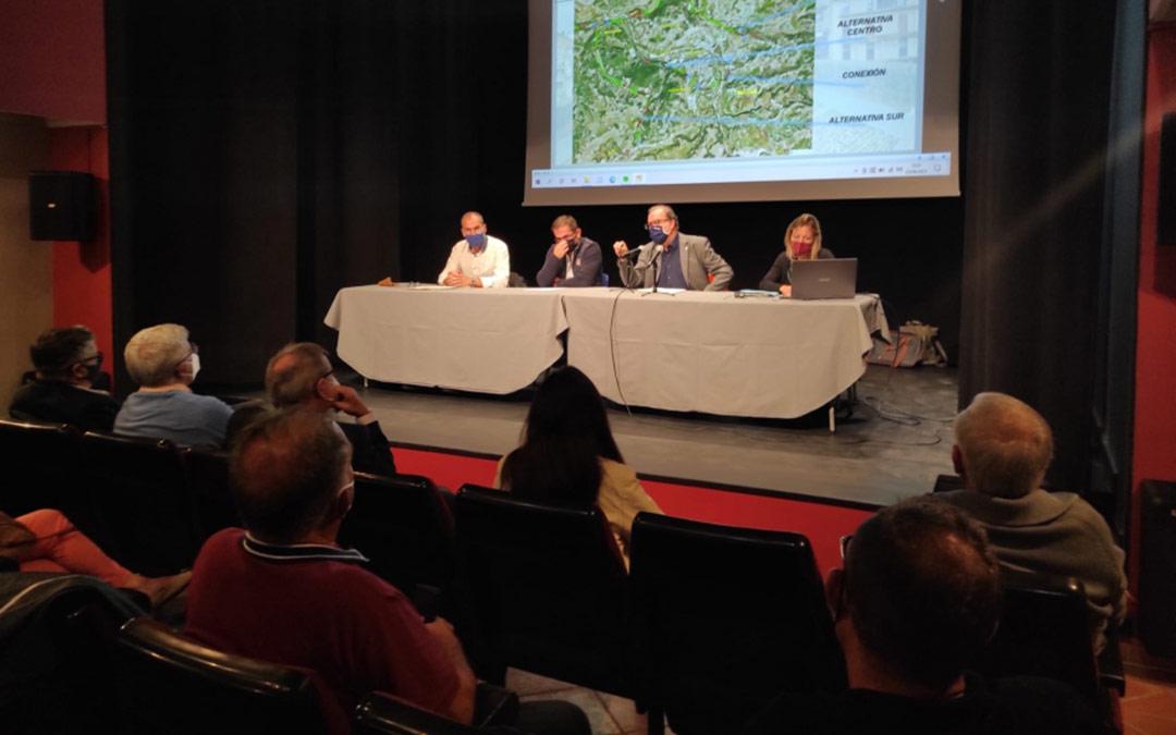 Reunión mantenida este jueves en el Ayuntamiento de Valderrobres./DGA