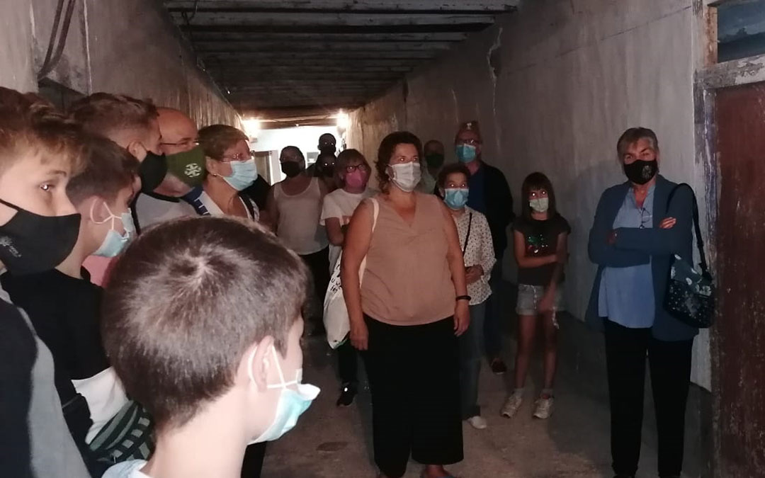 Vecinos y visitantes han conocido los trabajos de recuperación de las grisallas del Convento de Mirambel./ Sonia Sánchez