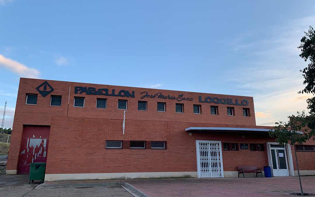 El pabellón de Chiprana ya luce con el nombre de José María Sanz 'Loquillo' / Eduard Peralta