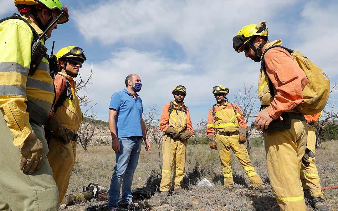 El simulacro de incendio a realizar en Nonaspe contó con la presencia de Diego Bayona./ DGA