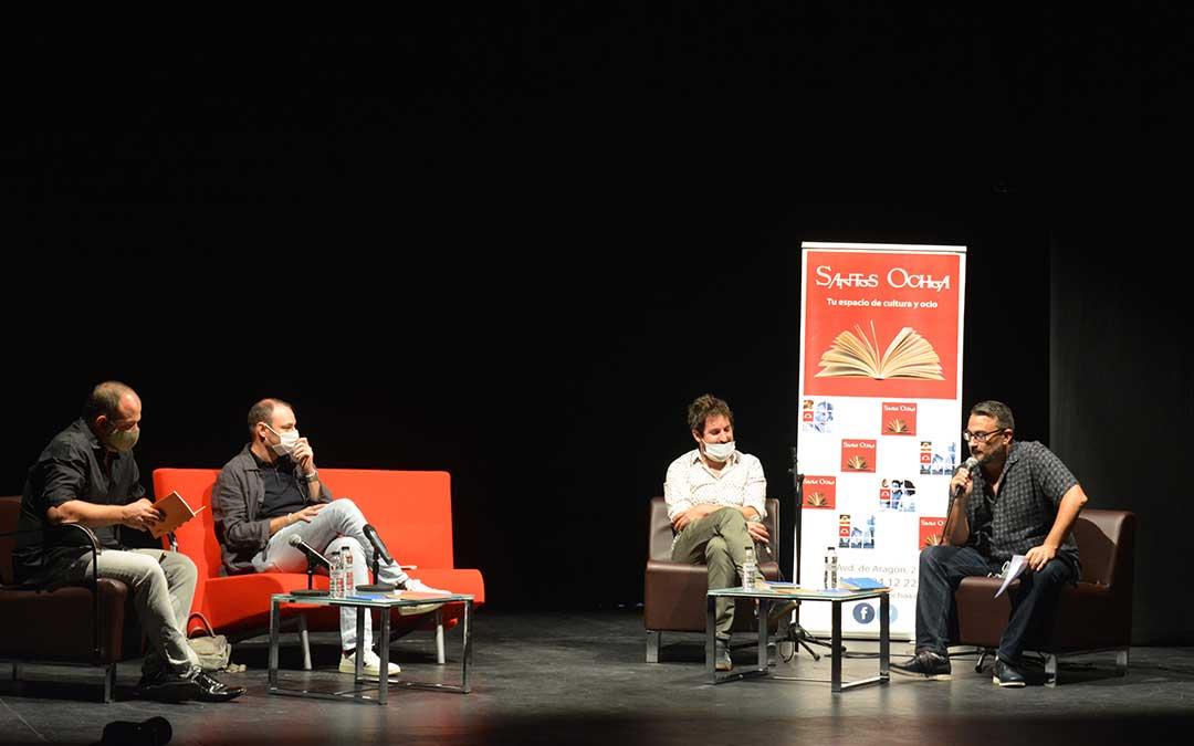 Enrique Cebrián y Sebas Puente durante la presentación de sus libros. / I. Marinescu