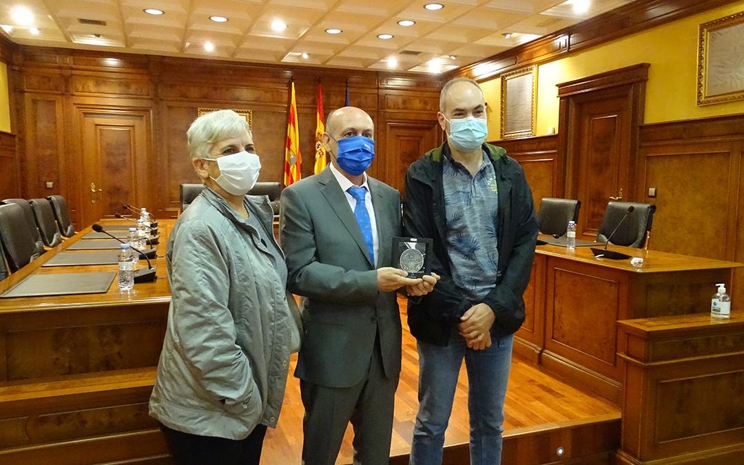 El director del IES Valle del Guadalope junto con dos profesores del centro. / L. Martínez