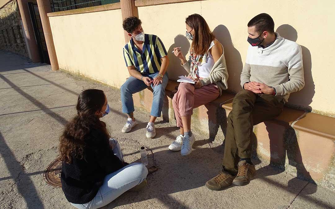 Algunos participantes del encuentro durante las dinámicas de grupo. / L.Martínez