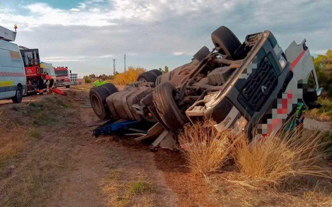 Un herido tras volcar un camión en la N-232 a la altura de las Ventas de Valdealgorfa