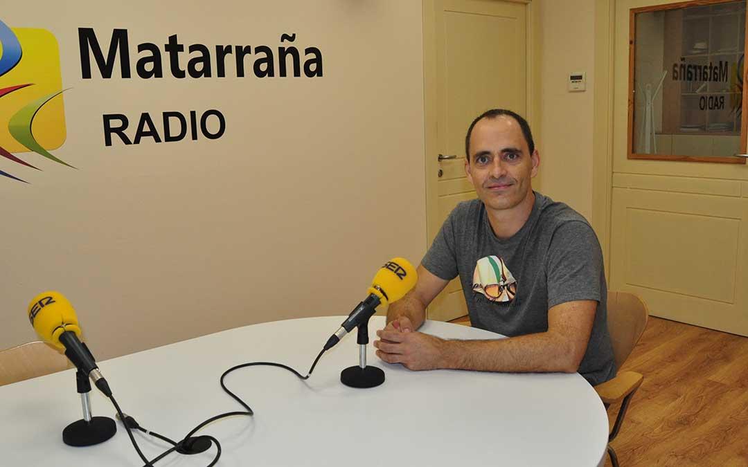 El dibujante Alberto Rodríguez en Matarraña Radio. J.L.