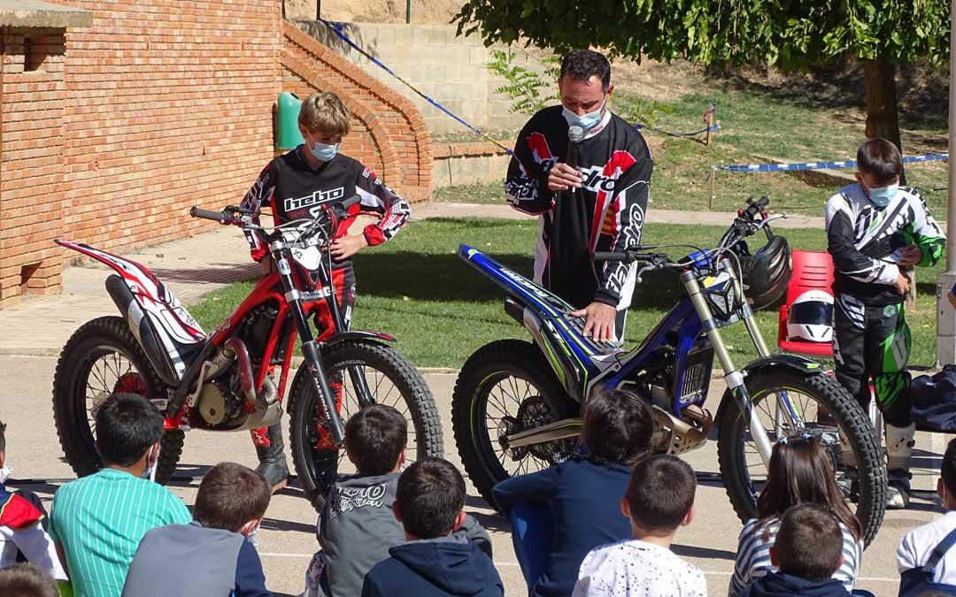 Mañana dedicada al motociclismo en el colegio. / Ayto. Alcorisa