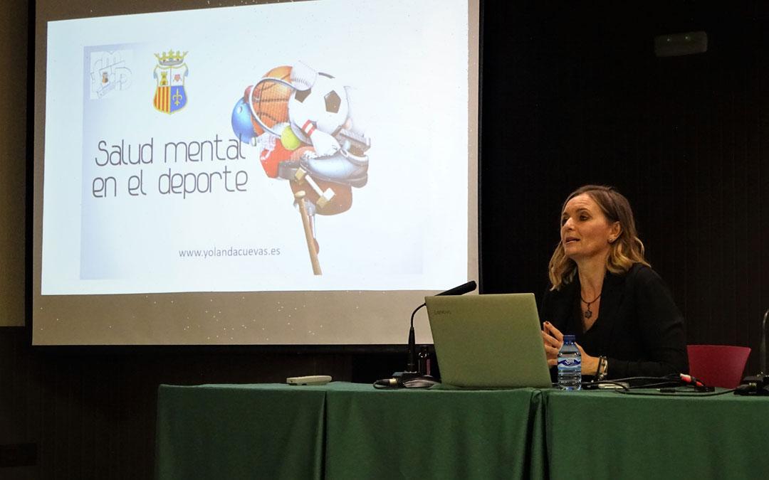 La psicóloga Yolanda Cuevas impartió una conferencia en el Valero Lecha. / Ayto, Alcorisa