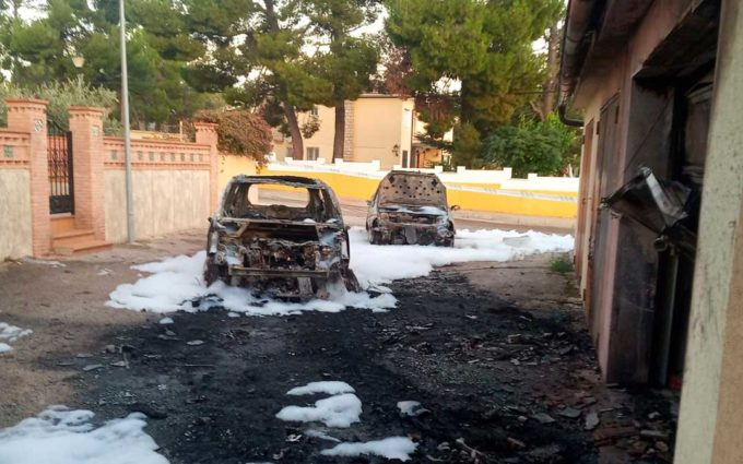 Arden dos coches de madrugada en Andorra