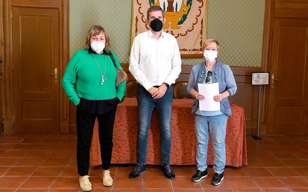 Firma del convenio entre el Ayuntamiento de Alcañiz y la Asociación 'Las Cañas'./ Ayto. de Alcañiz
