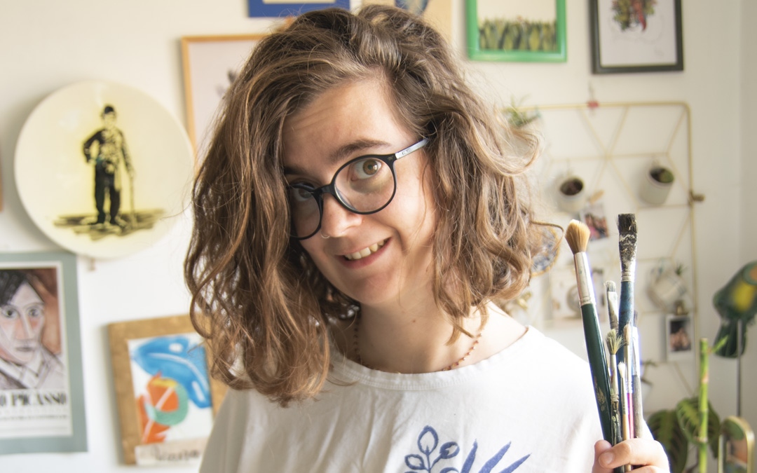 Joana Boix (@lazorri.ya en Instagram), en su estudio desde donde trabaja en varias iniciativas y distintas técnicas. / Archivo personal