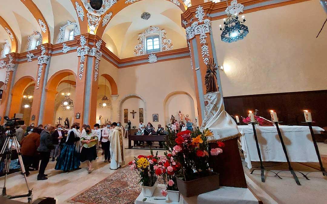 El templo parroquial de Beceite ha acogido la ofrenda a la Virgen del Pilar. J.L.