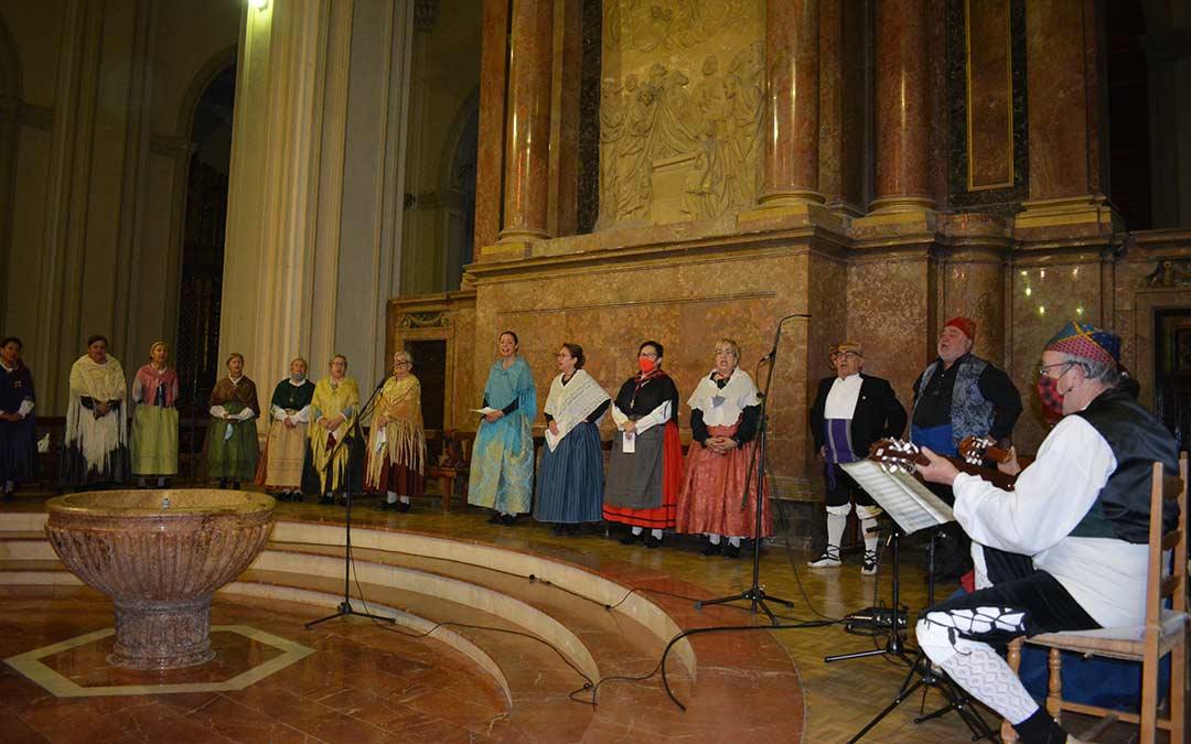 La Asociación el Cachirulo Teresa Salvo durante la misa este martes en Alcañiz./I.M.