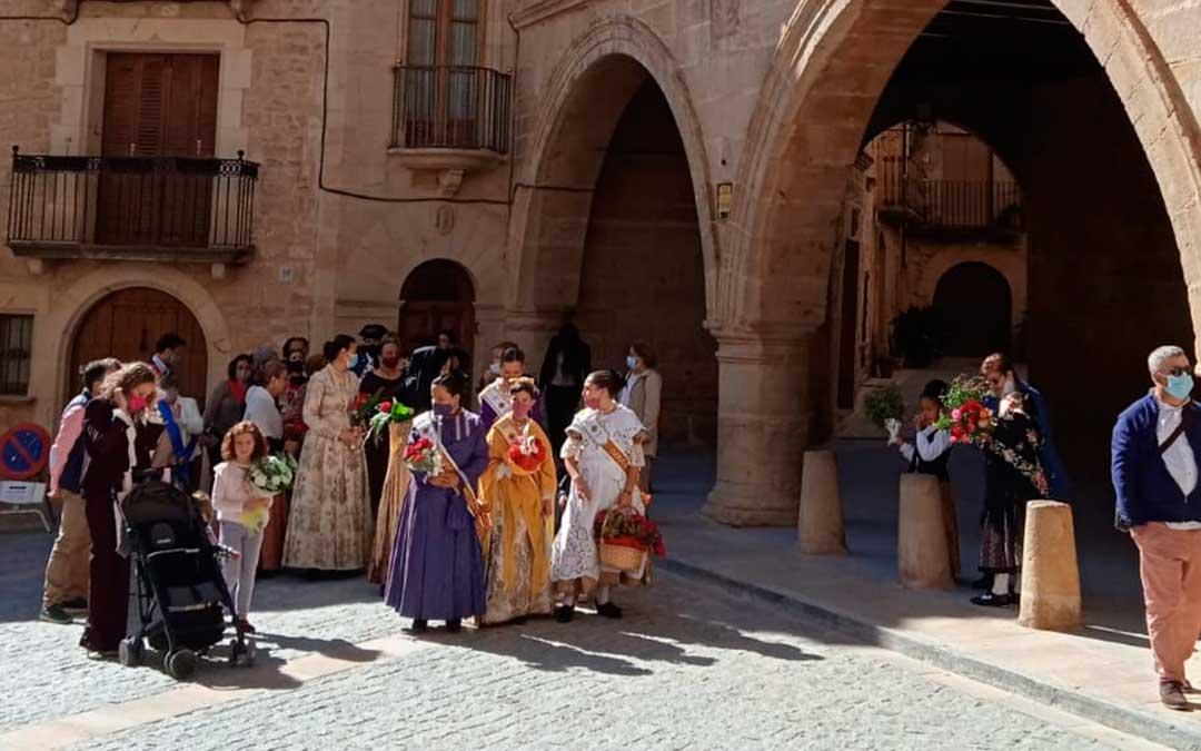 Los calaceitanos han celebrado la solemne misa baturra y ofrenda a la Virgen del Pilar. C.N