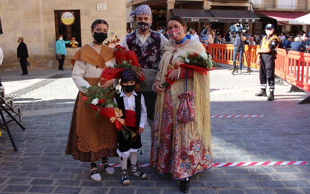 Grupo participante en la ofrenda / L. Castel