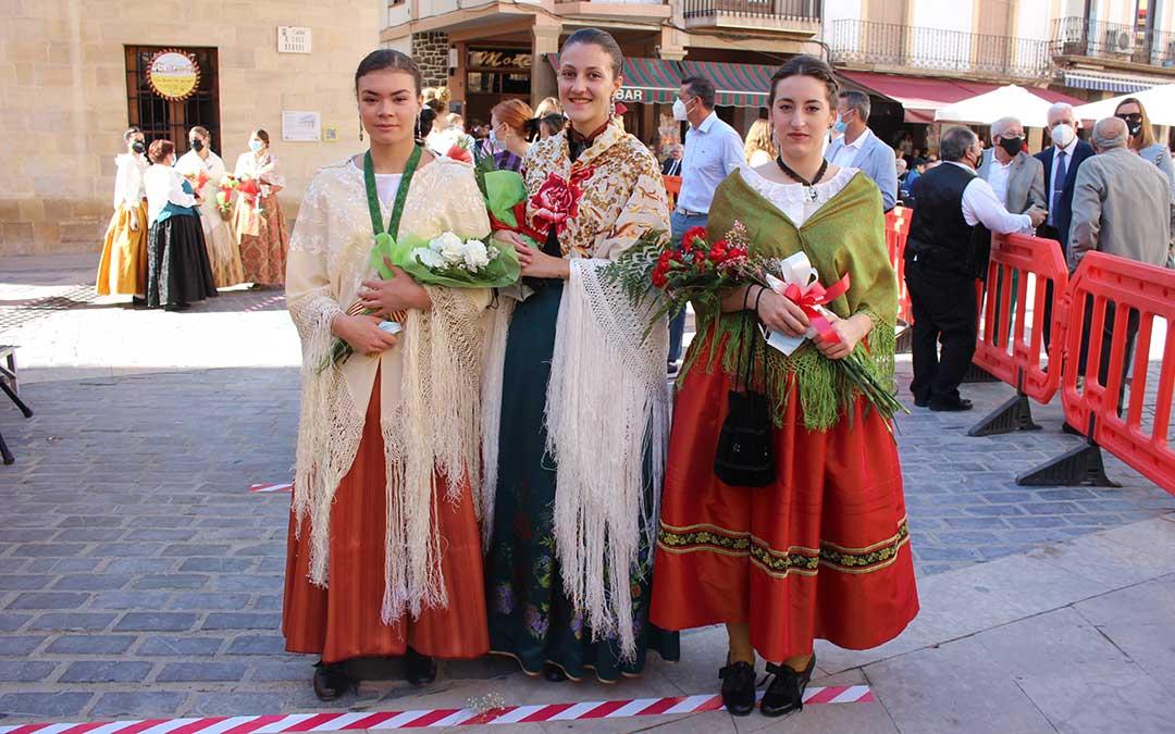 Con las flores para la virgen / L. Castel