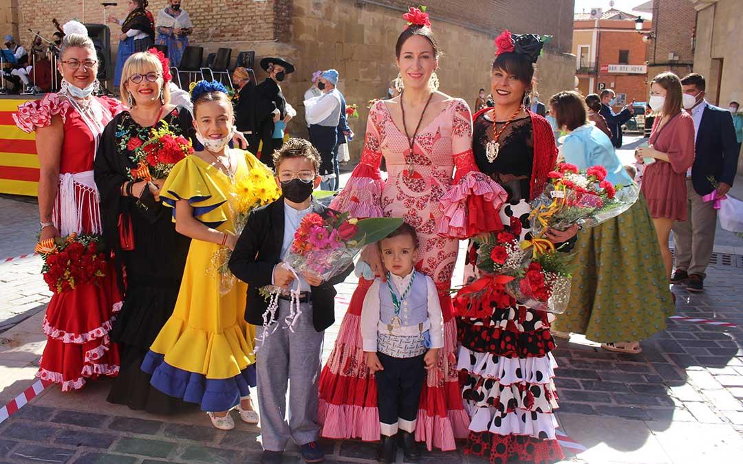 Andaluzas de Calanda y Andorra honrando a sus raíces en la ofrenda / L. Castel