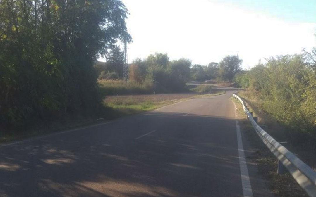 Imagen de uno de los tramos de la vía que une el núcleo urbano de Caspe con la urbanización de Pescadores./ DGA