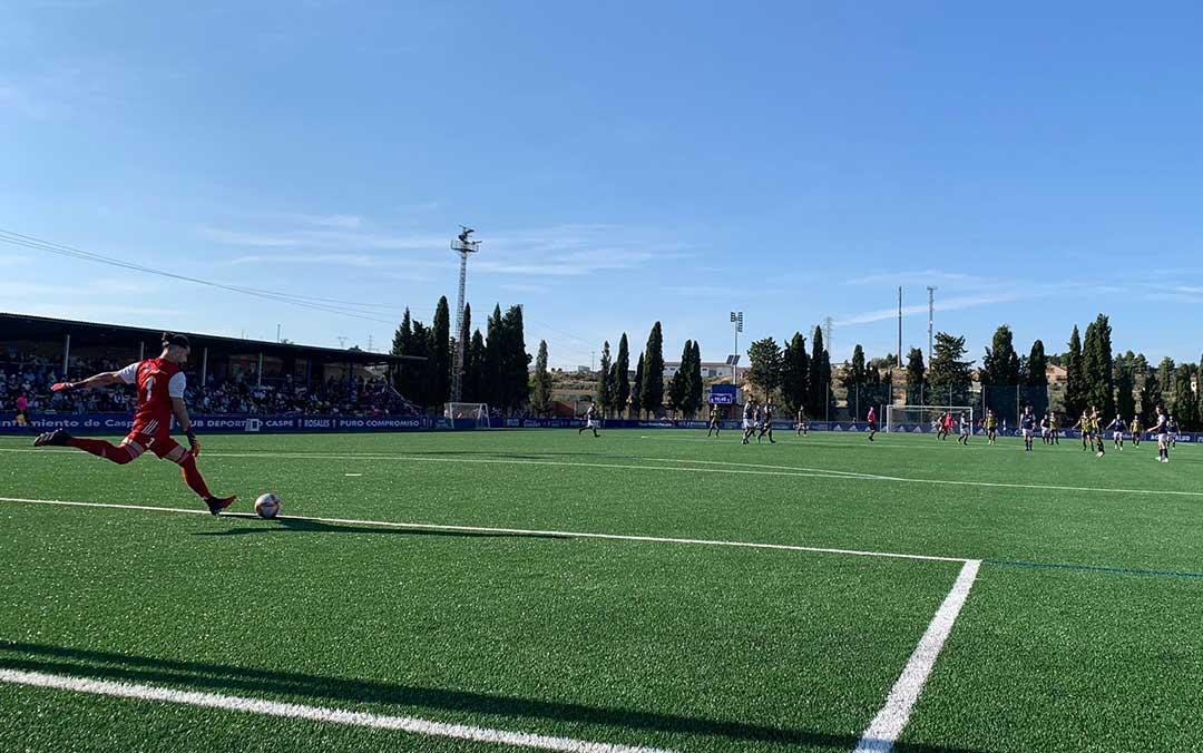 Partido entre el CD Caspe y el Deportivo Aragón este domingo en Los Rosales./ E.P.