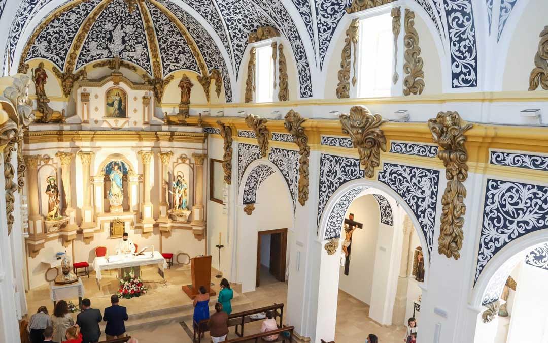 La iglesia de la Inmaculada Concepción luce completamente renovada tras más de diez años cerrada por desprendimientos. / Pilar Cortés-Foto Cliché