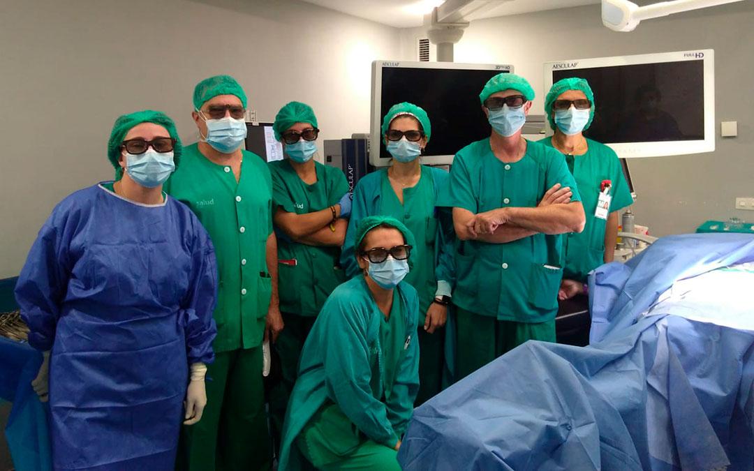 El servicio de Cirugía con las gafas que permiten aplicar la visión tridimensional / La Comarca