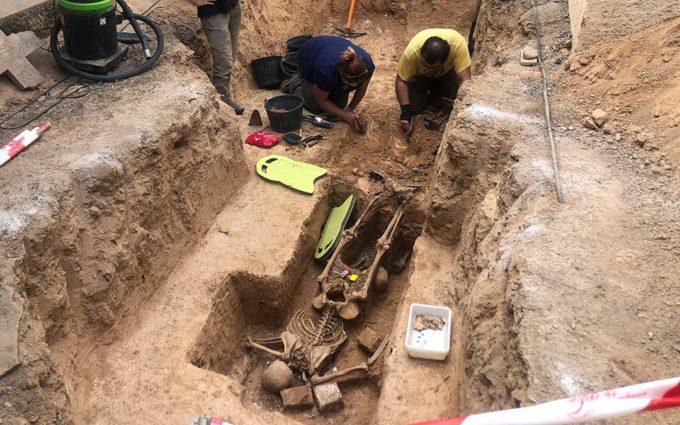 Encuentran dos cuerpos en las excavaciones de una fosa de Alcañiz