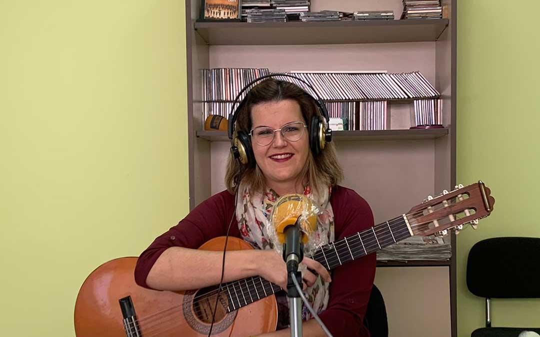 María Ángeles Altés, en Radio Caspe./ E.P.