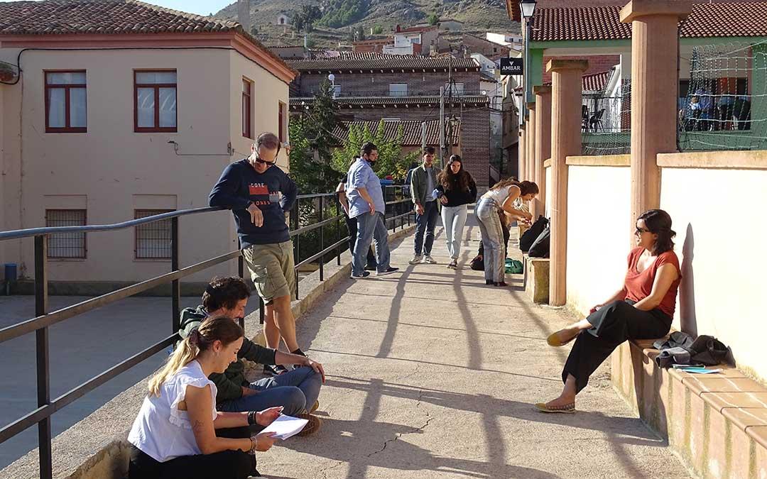 Los participantes se han dividido en grupos para realizar las dinámicas de grupo. / L. Martínez