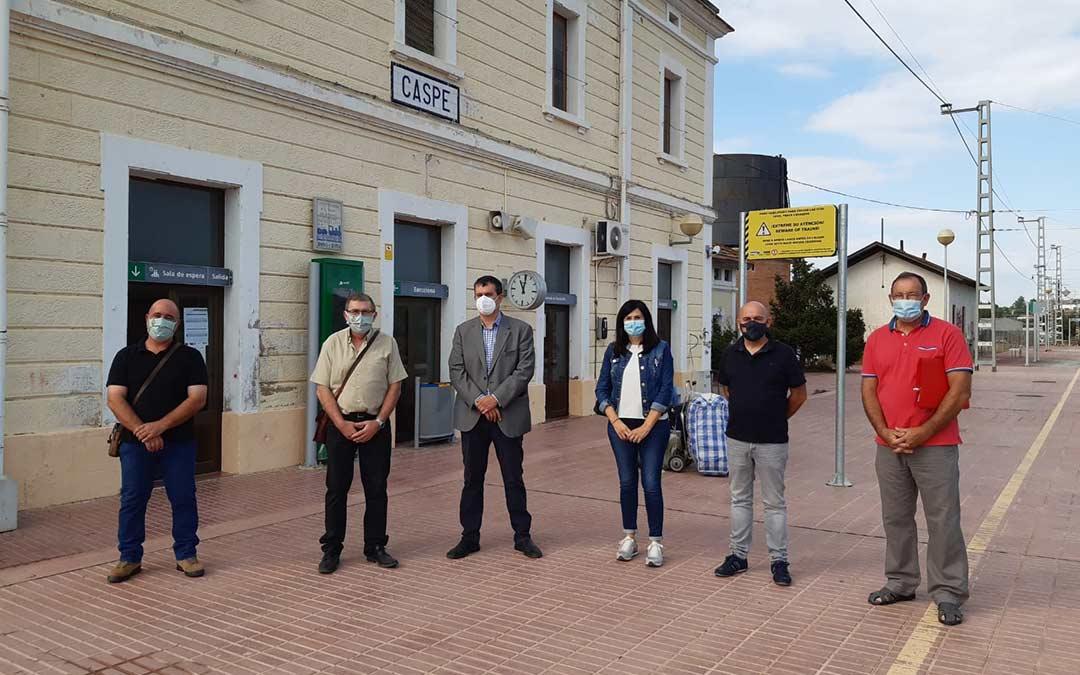 Representantes de Chunta frente a las estación./CHA