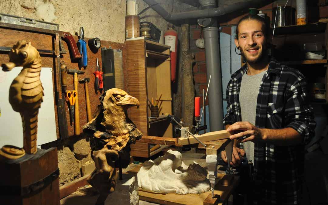 Roger Villoro en su taller de Valderrobres. J.L.