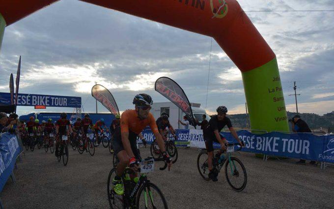 La Sesé Bike Tour vuelve a las carreteras bajoaragonesas con la participación solidaria de 520 ciclistas