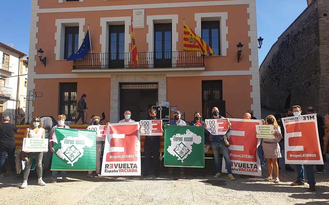 Concentración en Montalbán./Teruel Existe