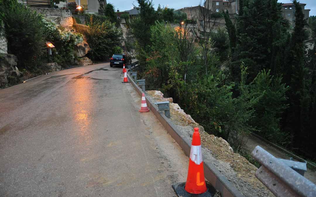 La Diputación de Teruel actuó, hace varios días, en la reparación de un blandón que se desprendió tras un episodio de lluvia. J.L.