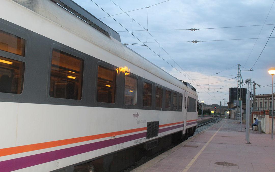 Línea de tren Caspe-Zaragoza./ Eduard Peralta